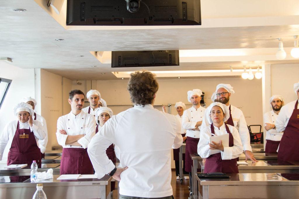 Nikita Sergeev durante una lezione ad Accademia Chefs